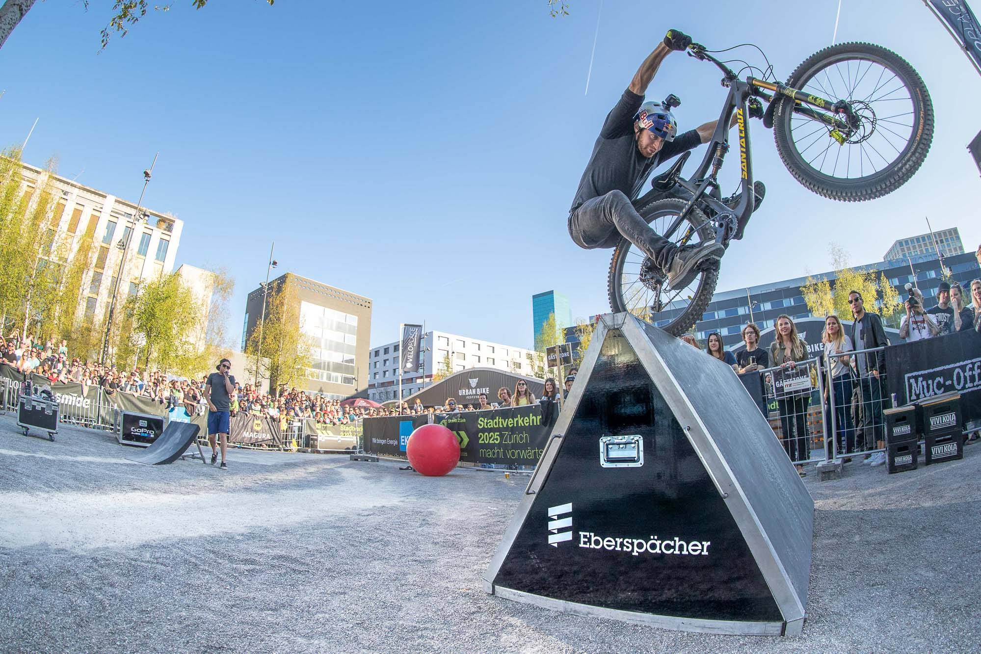 01_Urban-Bike-Festival-Zurich-Drop-Roll-Show-2017-Danny-MacAskill-Photo-by-Dave-Mackison
